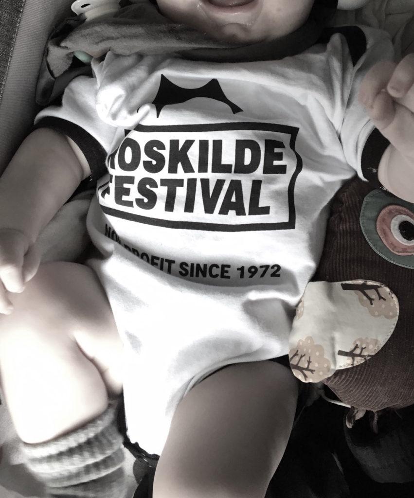 Baby-body med Roskilde Festival logo